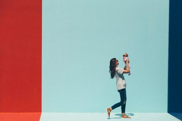 ¿Cómo reincorporarme a la rutina laboral después de la baja por maternidad?
