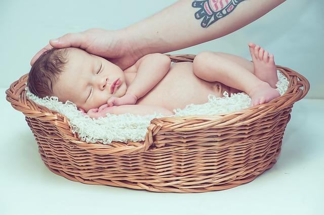 ¿Qué pruebas realizan al bebé cuando nace?
